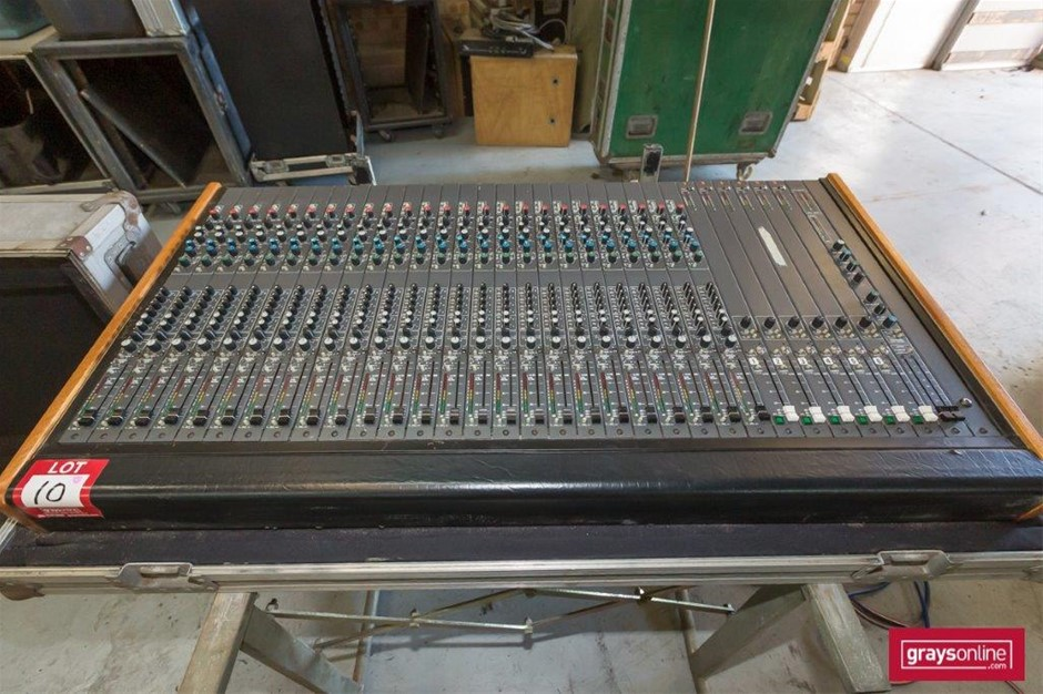 Richardson Audio 25 Channel Analog Audio Mixing Console in Road Case