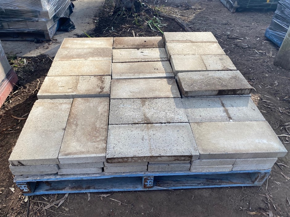 3 x Pallets of Landscaping Retaining Wall Blocks and Caps