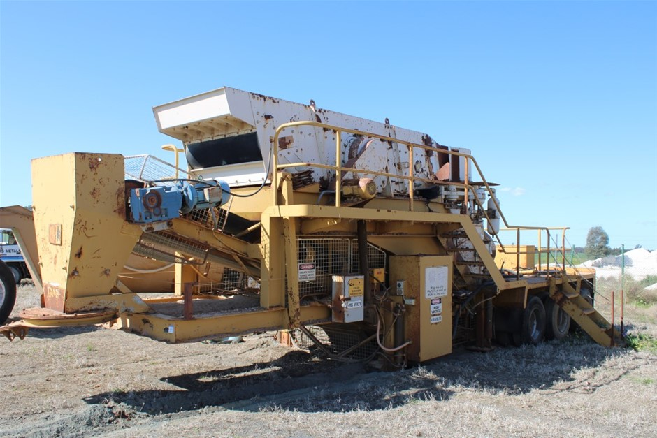Mobile trailer mounted cone crusher