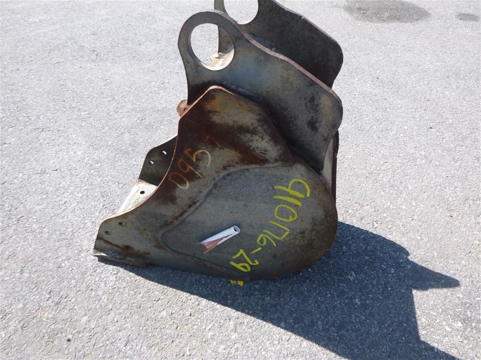 Dig-it's 220mm wide trench bucket.Blank ears