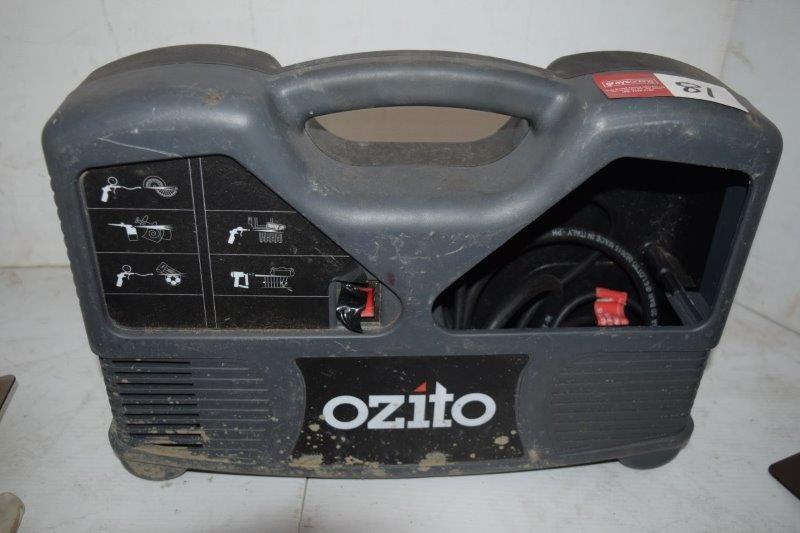 Ozito Model ACK-0015 Portable Air Compressor Kit