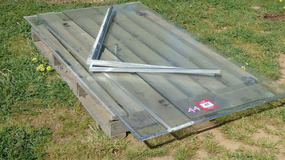 Dismantled Glass Shower Screen