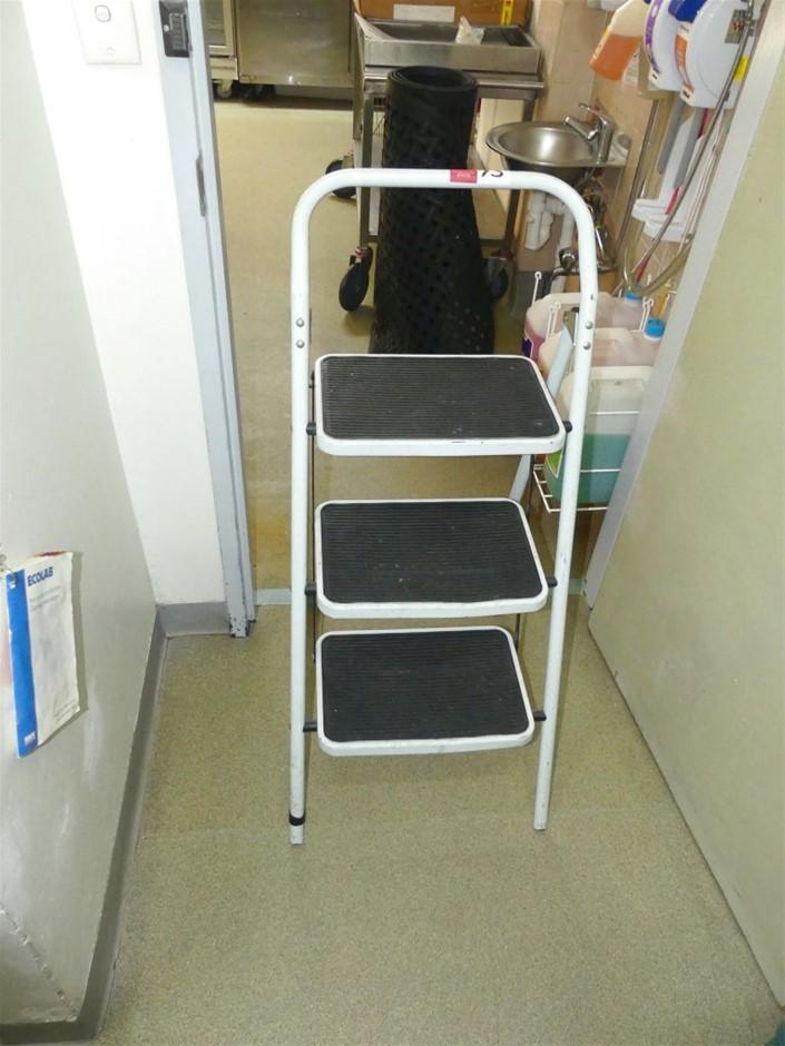 Three Step Safety Step Ladder