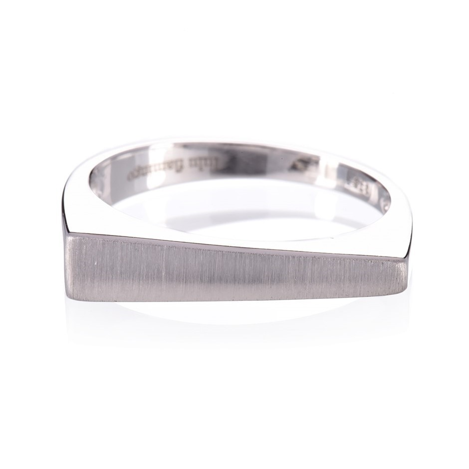 9ct solid white gold ring