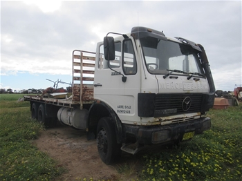 1985 Mercedes Benz 2222/48 6x2 Flat Bed Truck