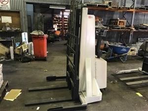 1 X Crown Battery Pedestrian Forklift