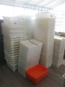 Large Quantity Plastic Tubs / Lids