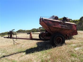 Internatiional 726 Grain Cleaning Trailer