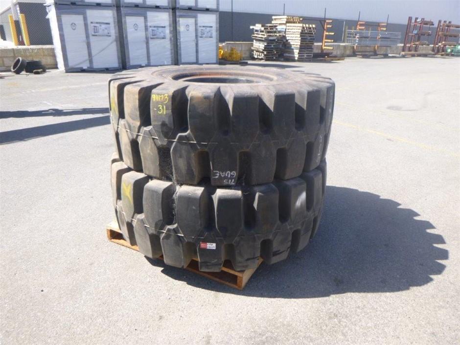 2x Toyo 23.5-25 Earthmoving Tyres