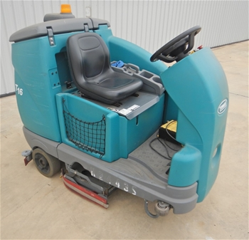 Tennant T16 Electric Ride On Floor Scrubber