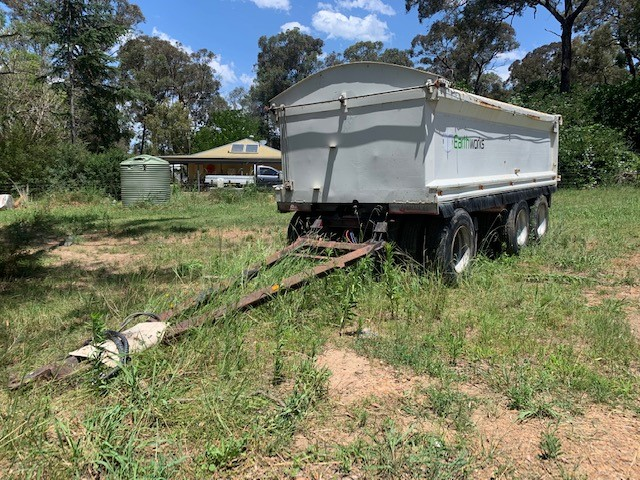 2002 Tri Axle Dog Trailer