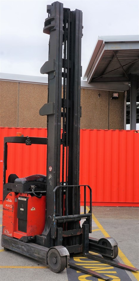 2012 Linde R20S-12 Electric Ride On High Reach Forklift