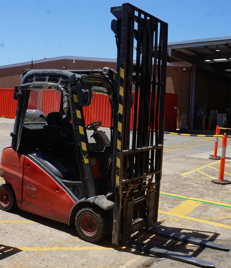 2011 Linde H16T-01 Gas Ride On Counter Balance Forklift