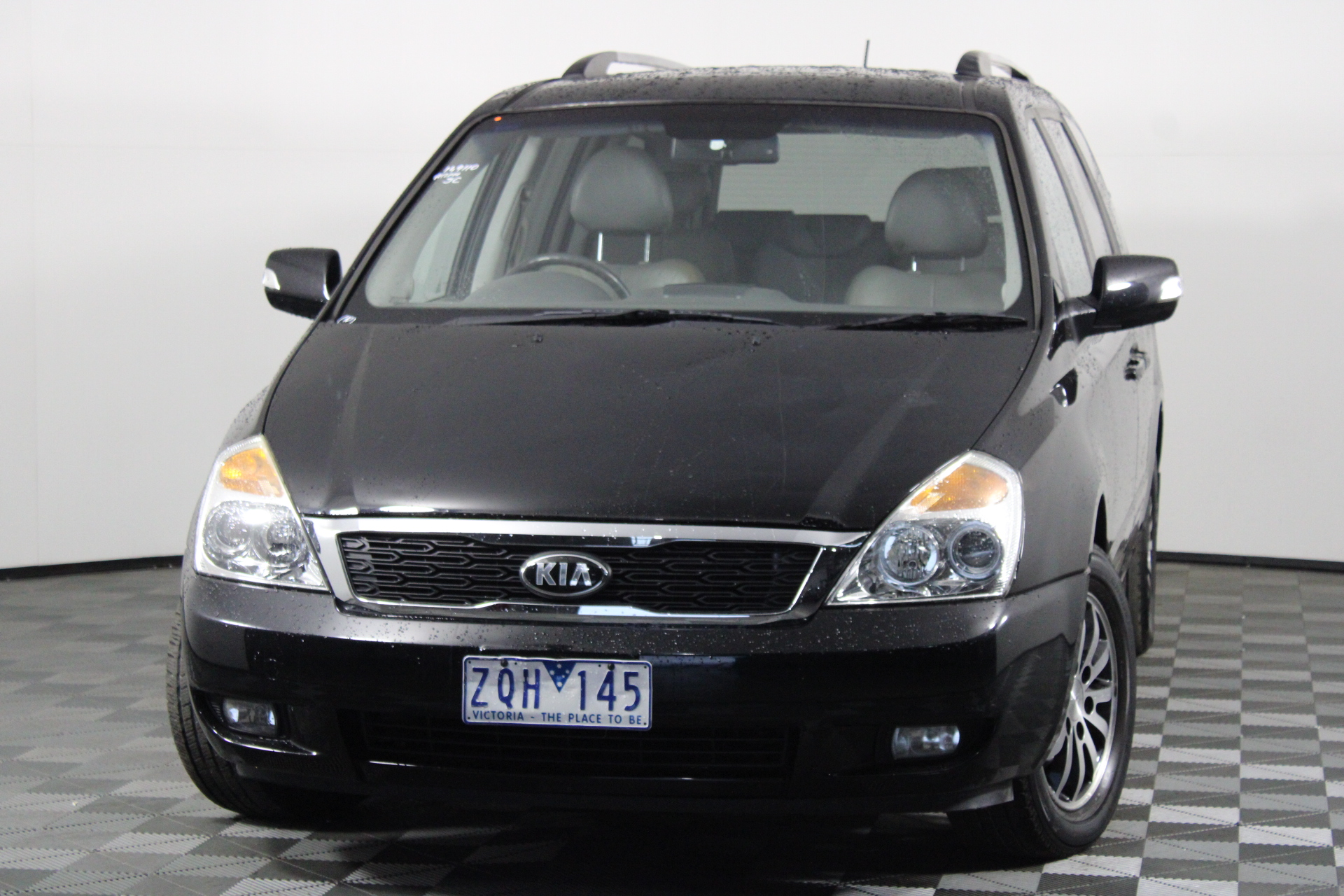 2013 Kia Carnival Automatic 8 Seats People Mover