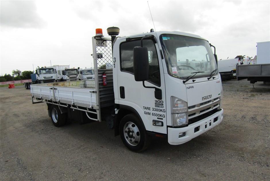 2015 Isuzu NPR 4 x 2 Tray Body Truck with 39,063 km's