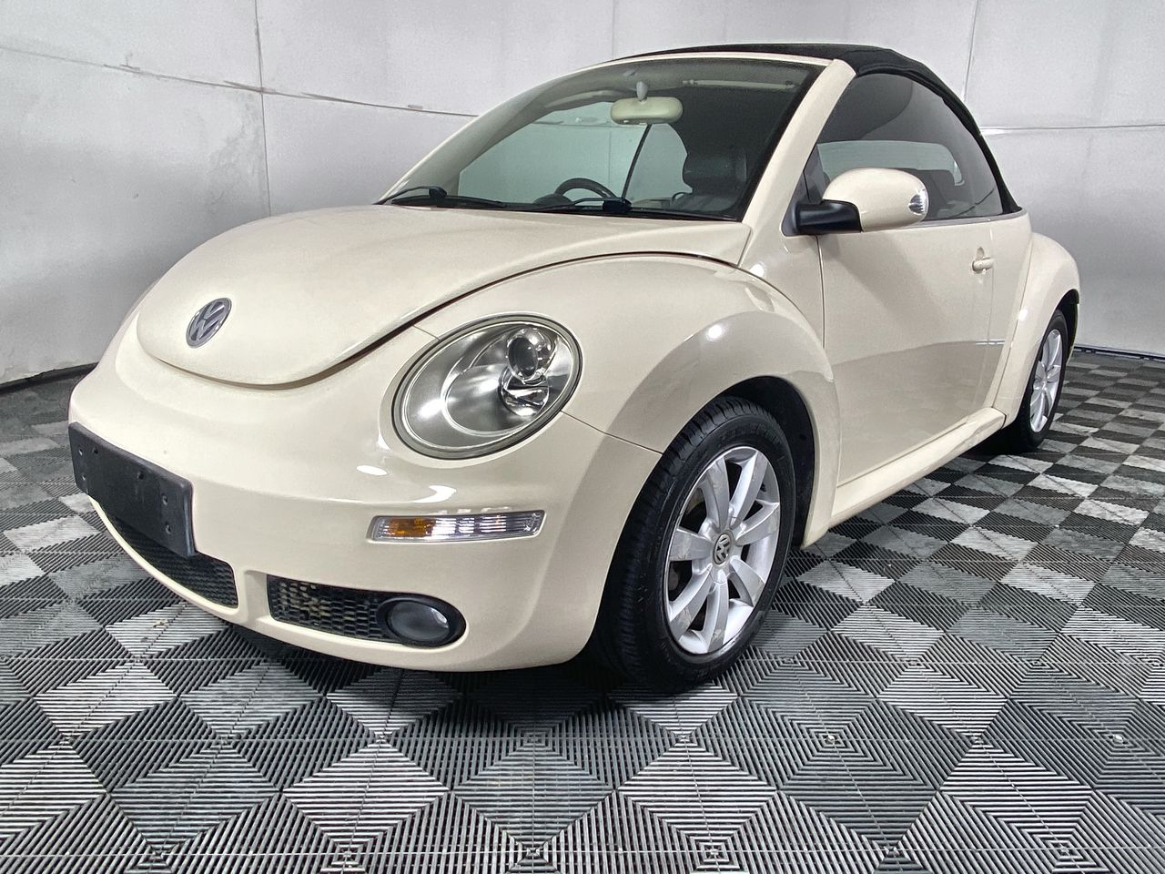 2005 Volkswagen New Beetle Cabriolet A4 Automatic Convertible