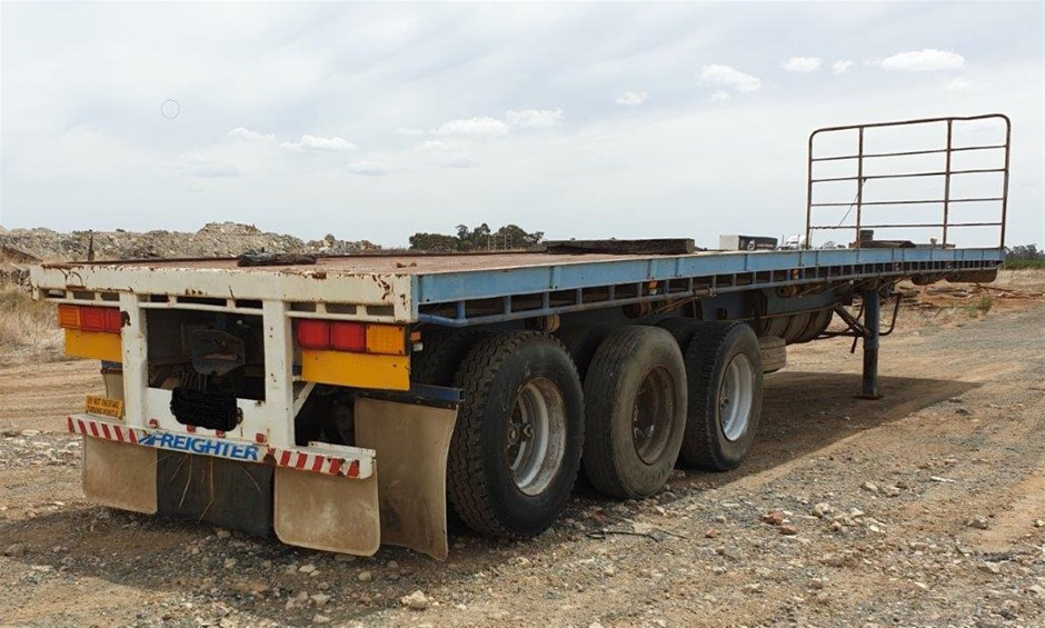 1988 Freighter ST3 Triaxle Flat Top Lead Trailer