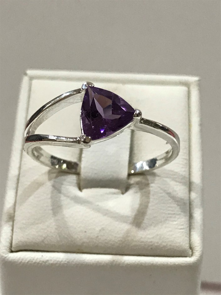 Beautiful Amethyst Genuine 1.50ct Ring. Size R 1/2 (9)