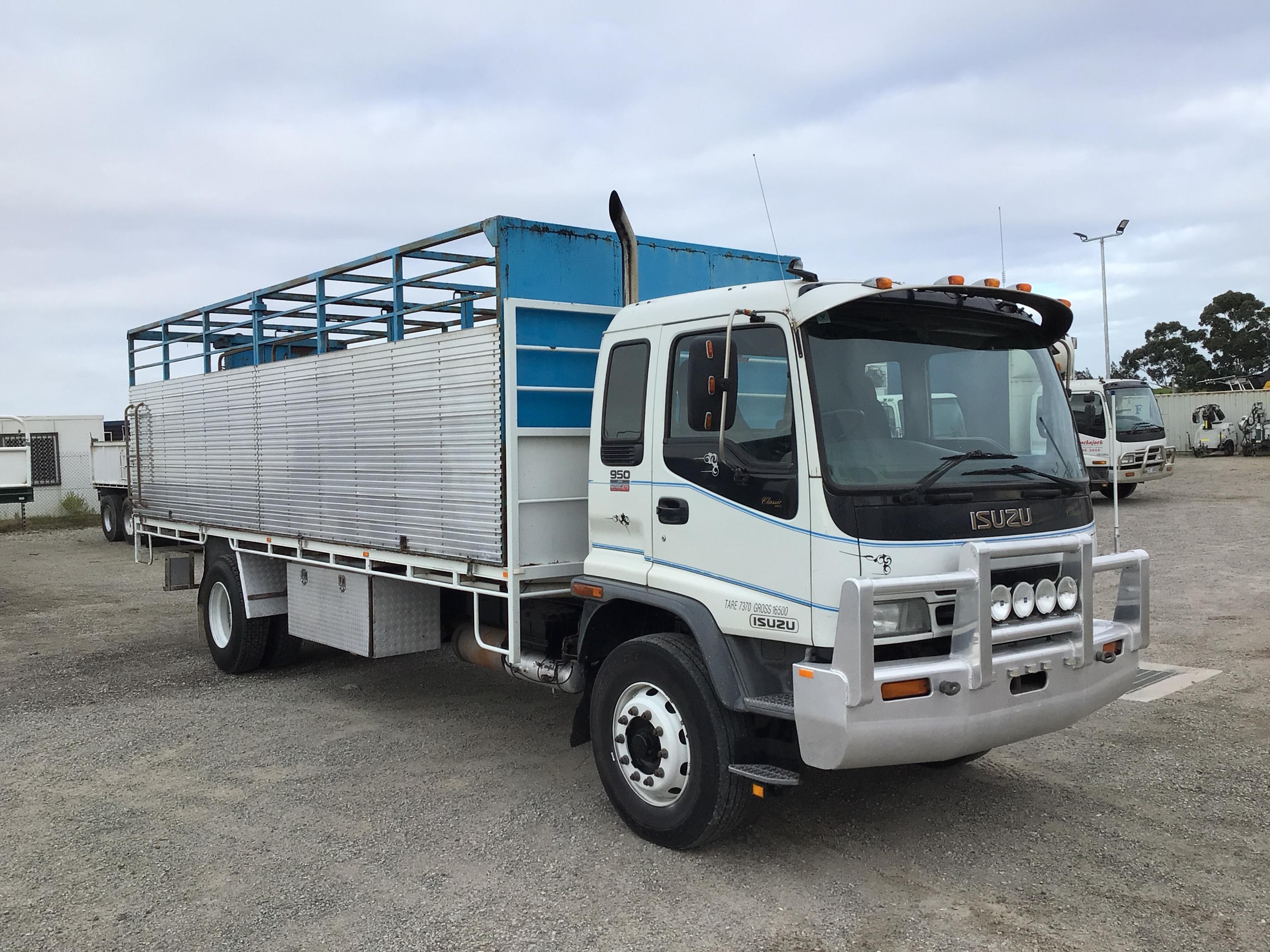 2004 Isuzu FVR 950 HD Long 4 x 2 Cattle Truck