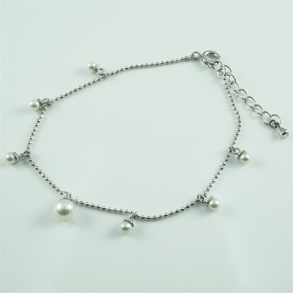 Sterling silver pearl set bracelet, with 6 round pearl drops