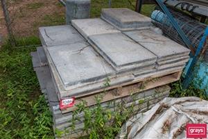 Pallet containing concrete pavers