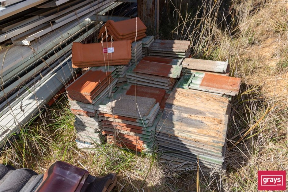 150x Assorted Concrete Roof Tiles & Capping