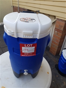 Igloo Cooler 5 Gallon drinking water,