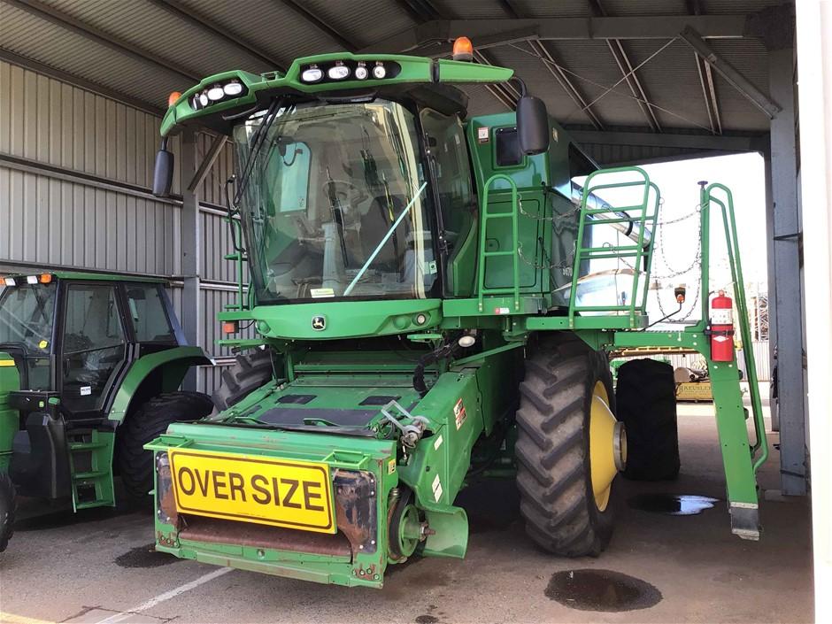 John Deere S670 Harvester