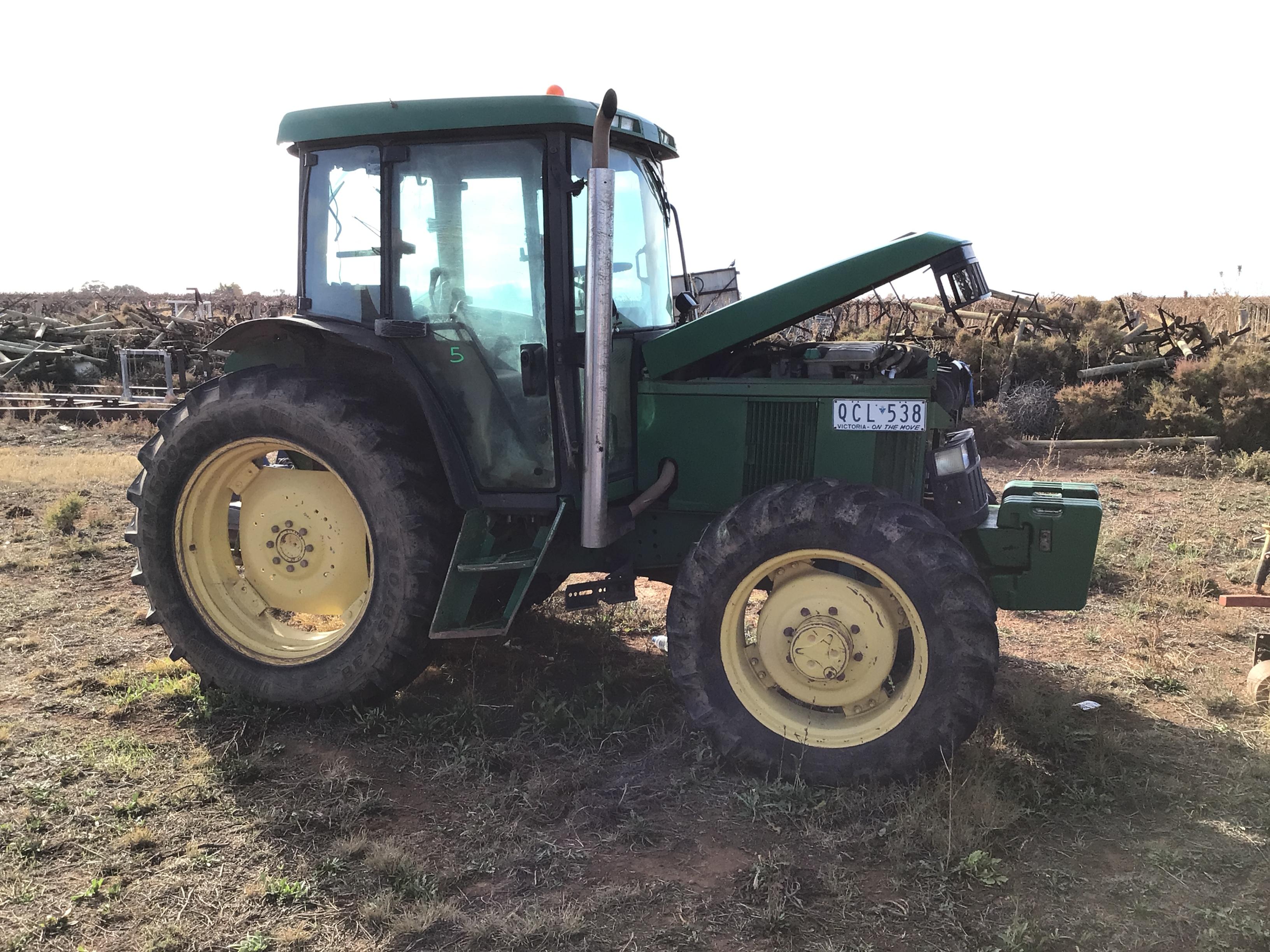 John Deere . Tractor
