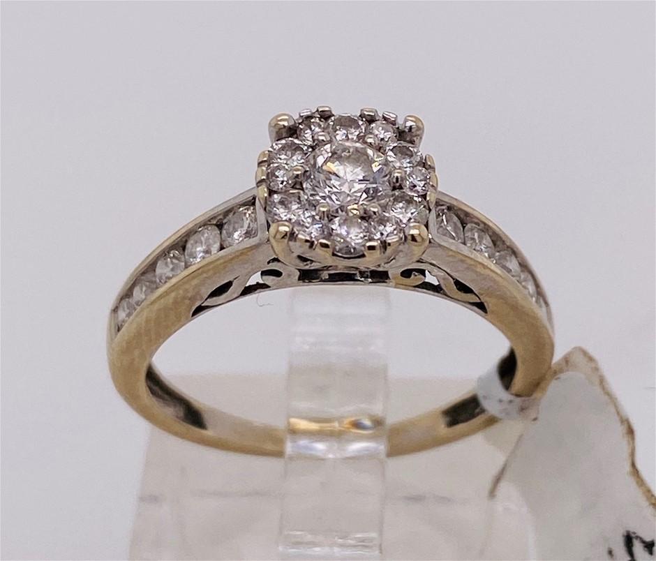9ct White gold 23 diamond cluster ring