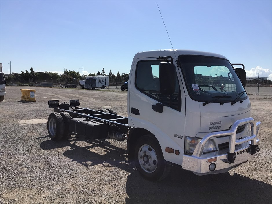 2015 Hino 616 4 x 2 Cab Chassis Truck 26,383km Ex lease