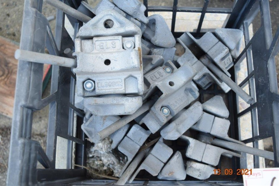 """1x Lot of 8 Unused Aluminium Twist Locks"""""""