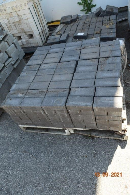 Lot of 450 Solid Pavers