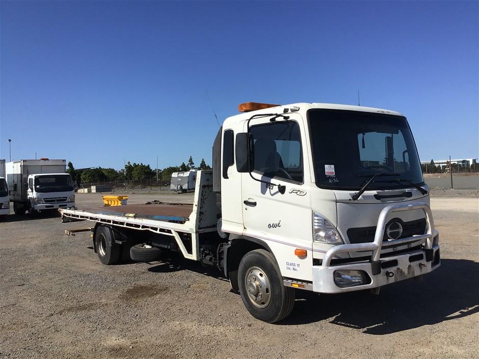 2005 Hino FD 4 x 2 Tilt Tray Truck