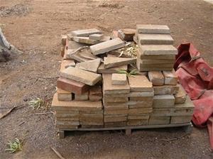 1 X Pallet Of Old Pavers Bricks And 5 X Pallets Of 100 Roof Tiles Monier H Auction 0008 8001049 Graysonline Australia