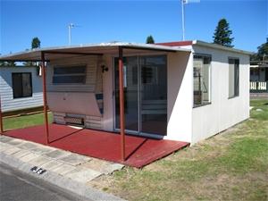 Caravan with fixed annexe - Site 36 Toowoon Bay