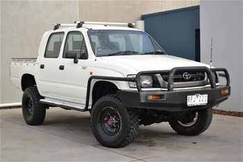 02 Toyota Hilux Rzn169r 4wd 05 Holden Berlina Wagon Vz