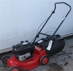 Briggs Amp Straton Rover Quantum 50 Lawn Mower Auction 0016