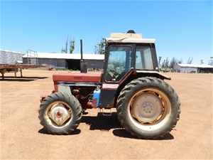 International 584 4WD Tractor Auction 0016 9002485